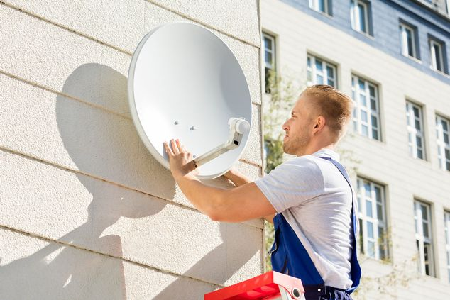 Man fitting an satellite dish